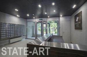 Установка блока почтовых ящиков на стену в холле жилого комплекса