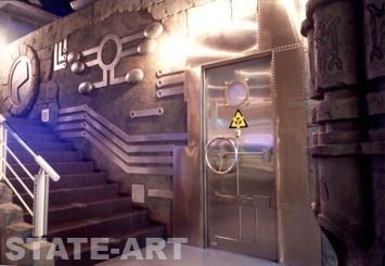 дверь в кафе-баре Пирамида