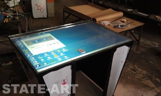 Сборка интерактивного стола в цехе