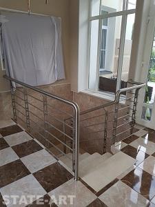 Общий вид ограждений лестницы по месту установки
