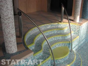 Изготовление поручней из нержавеющей стали в частном бассейне.