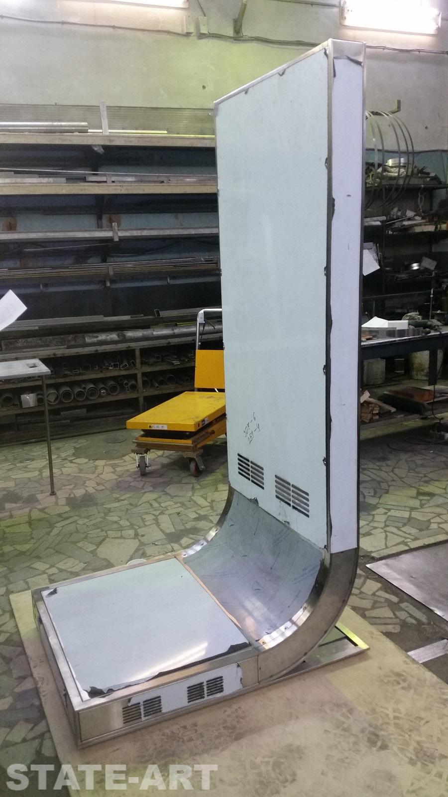 Промежуточная сборка эксклюзивного стенда в цехе производителя
