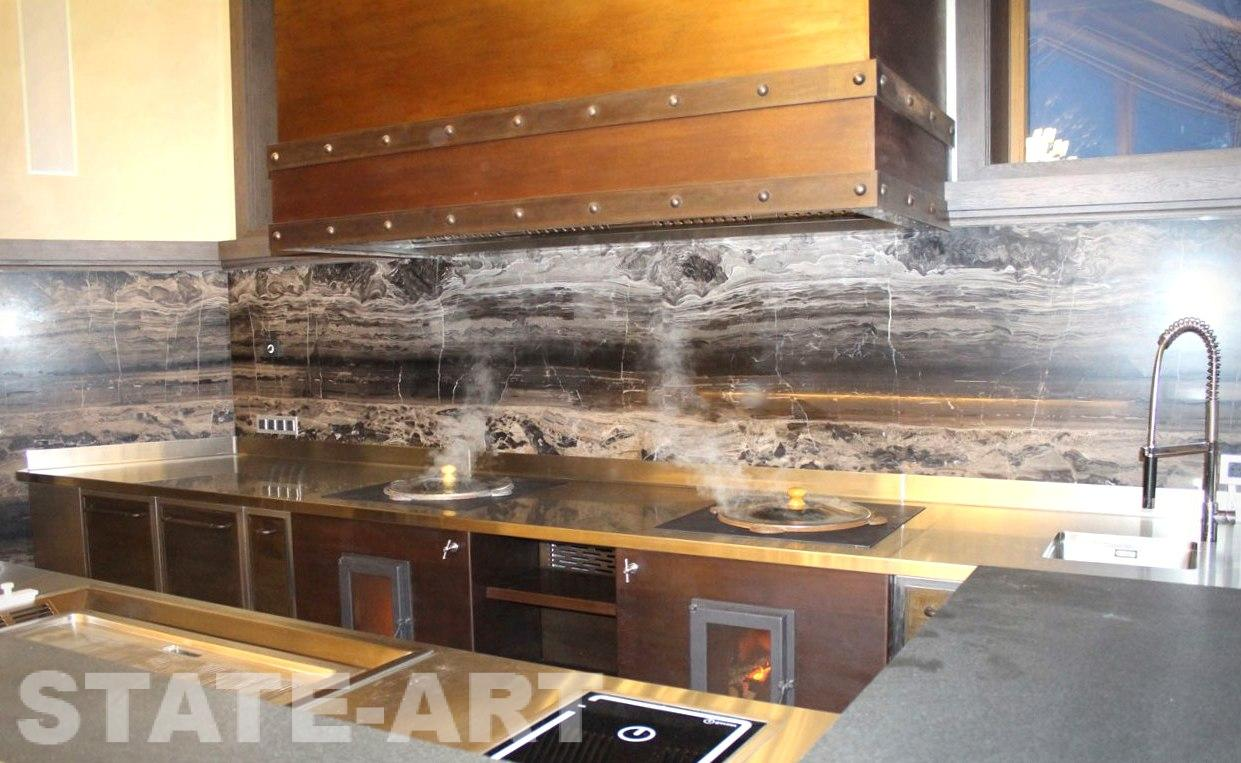 Корпусная кухонная мебель из нержавеющей стали